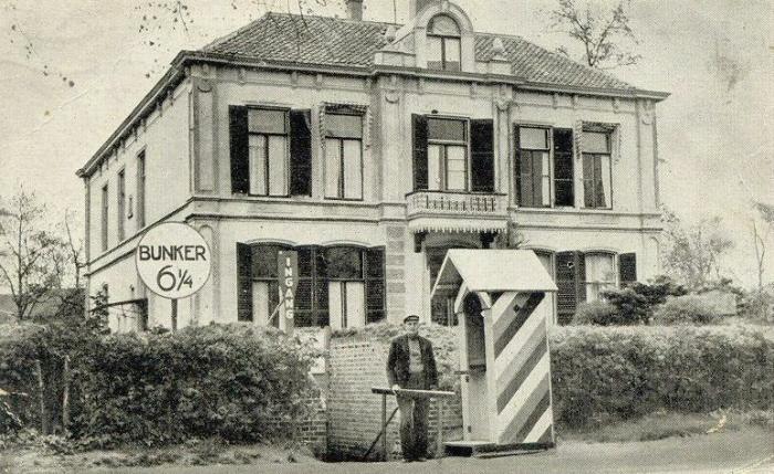 Ingang van de bunker van Seyss Inquart voor de villa (1945 - 1955). Bron: Coda Apeldoorn