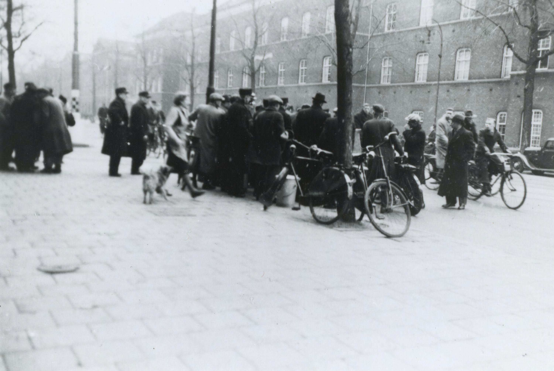Conducteurs en trambestuurder in de Amsterdamse Sarphatistraat