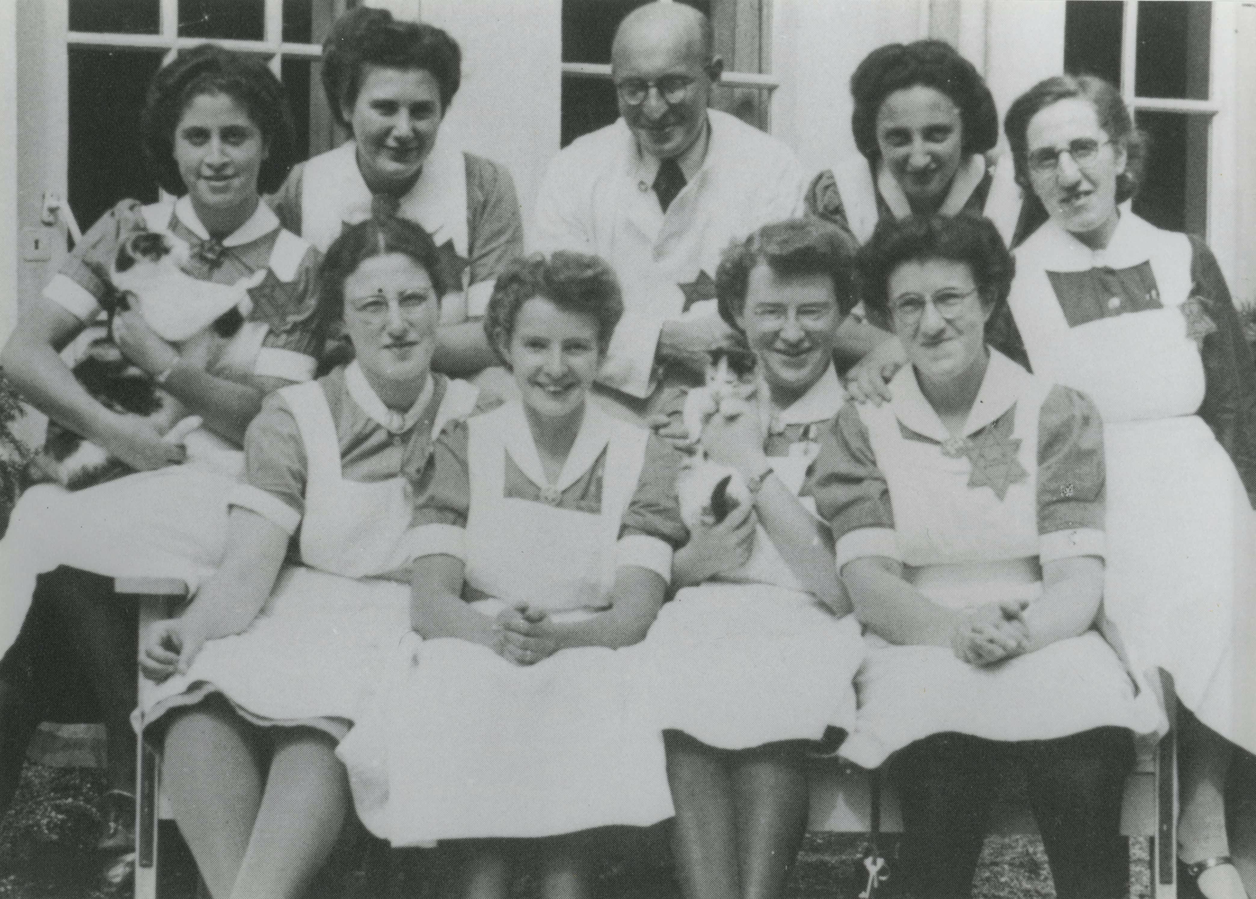 Foto uit 1942 van verpleegkundigen van het Apeldoornsche Bosch.