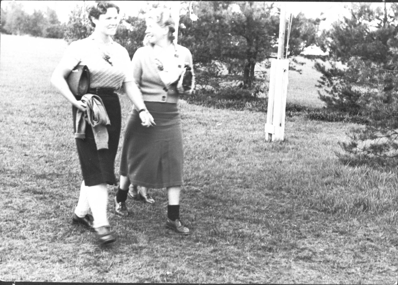 Julia op ten Noort met mevrouw Rost van Tonningen