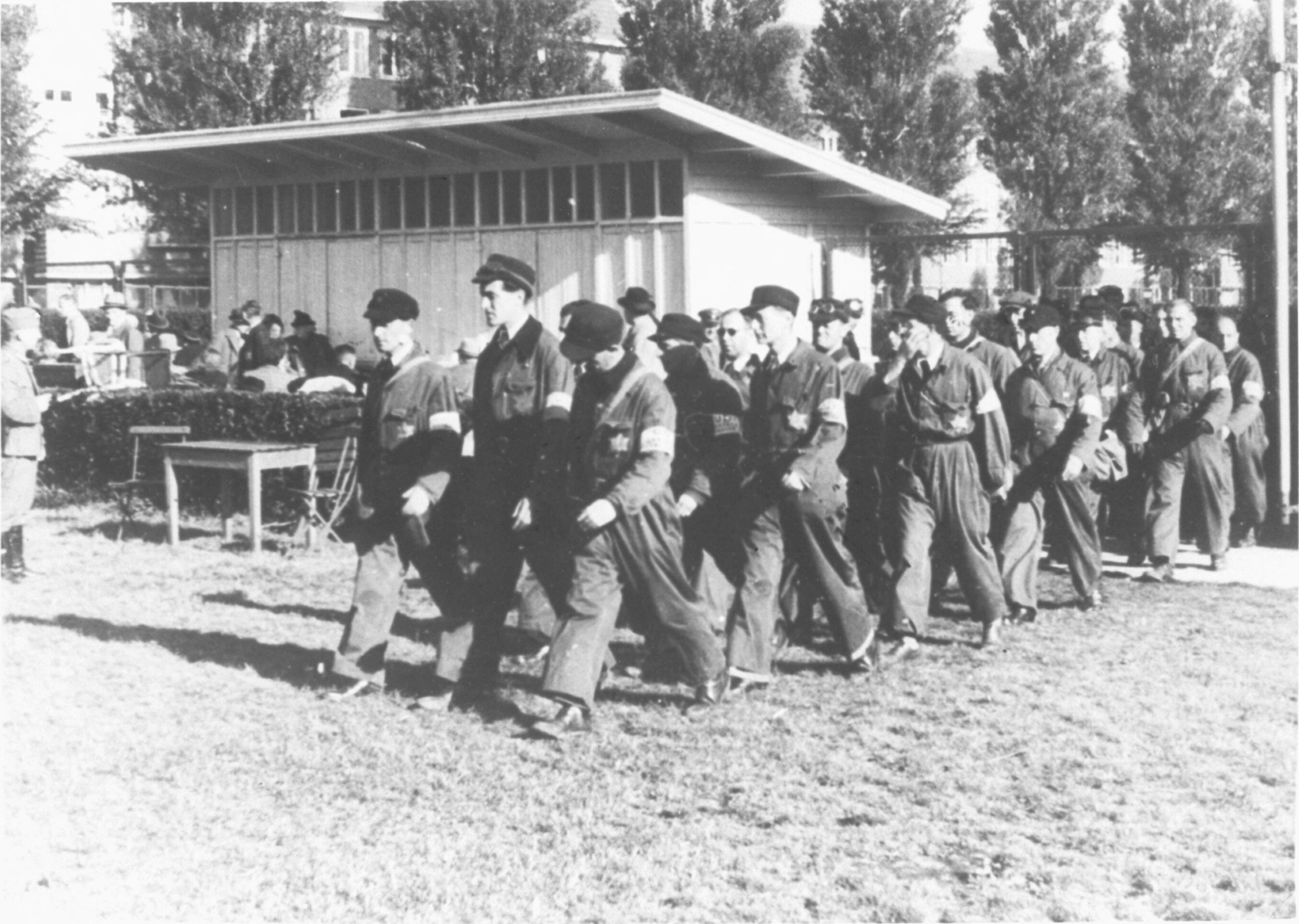 De Joodse Ordedienst bij het Olympiaplein in Amsterdam op 20 mei 1943