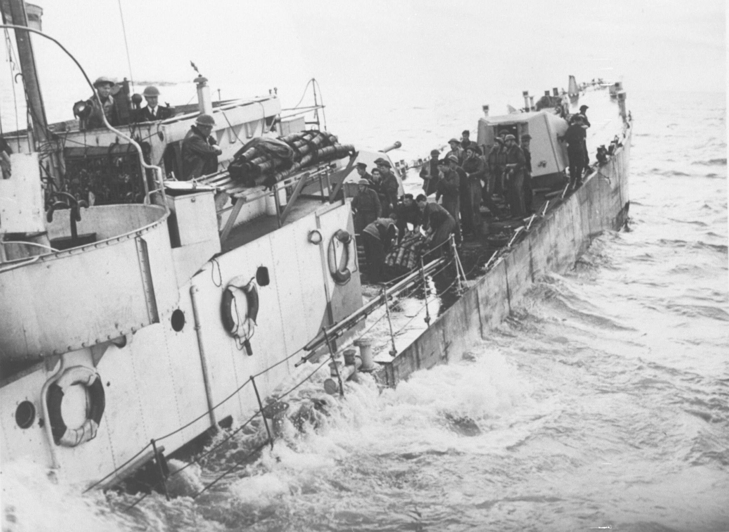 Britse mariniers landen bij Westkapelle op 1 oktober 1944