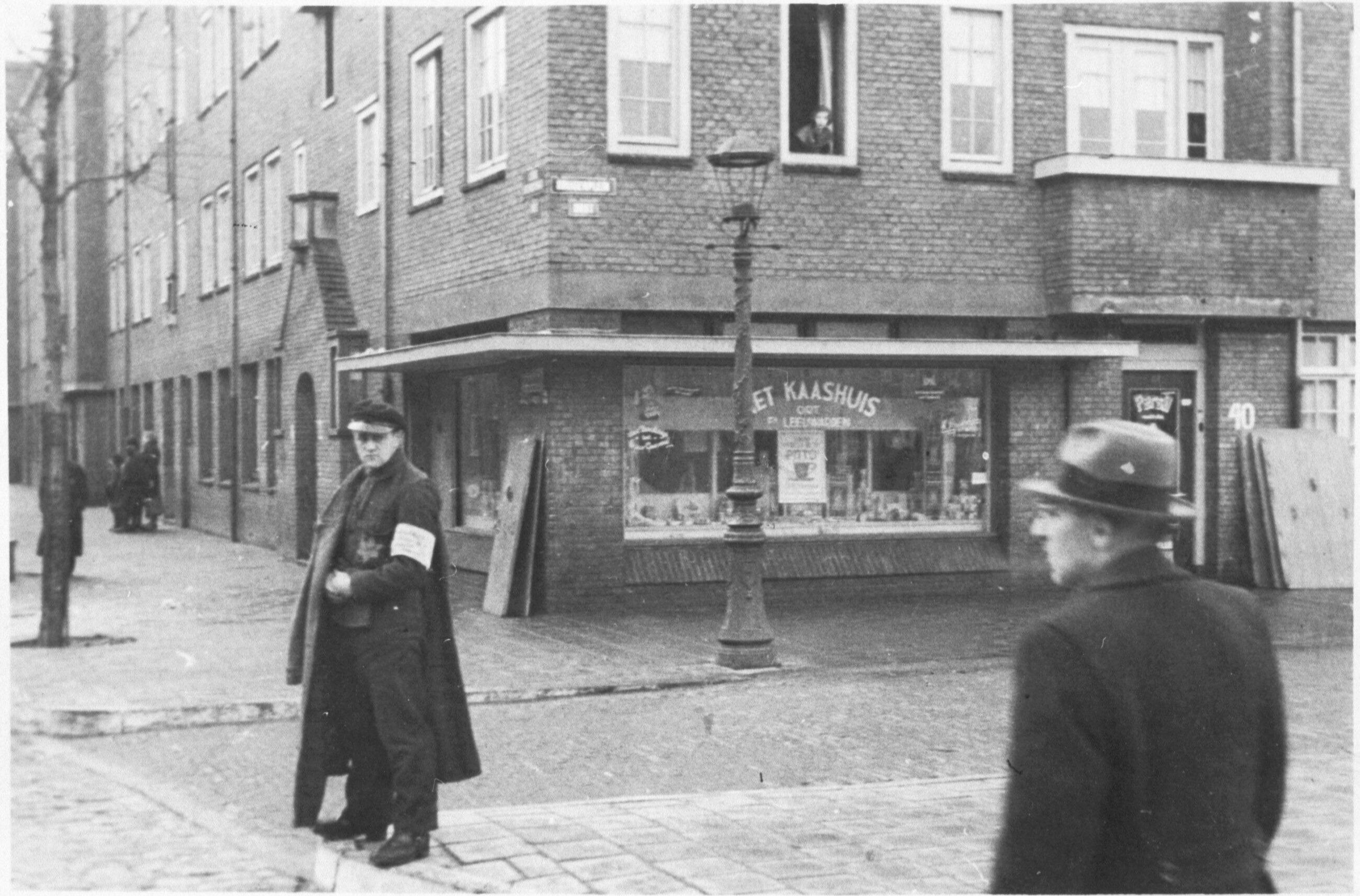 Razzia op het Amsterdamse Krügerplein waar de Joodse Ordedienst assisteert