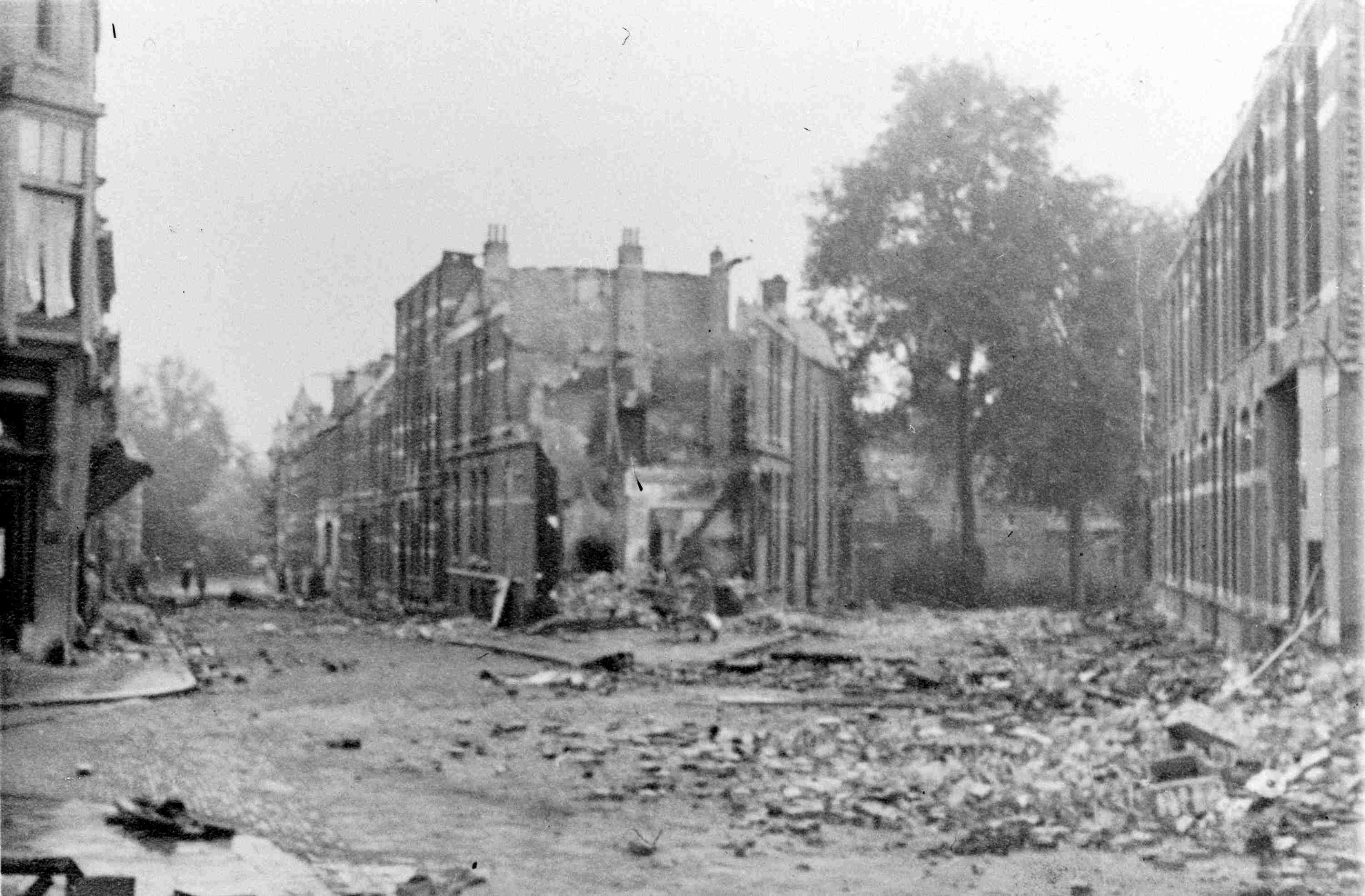 Enkele panden in de Hugo de Grootstraat die zijn verwoest tijdens de bevrijding in september 1944