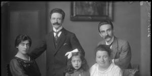 Leo Polak en Henriette Polak-Scharz links, met Willy Polak en gezin in 1917