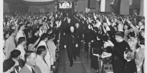 Mussert in het Kunstkringgebouw in Soerabaja op 25 augustus 1935