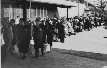 Deportatie via Muiderpoort station op 25 mei 1943