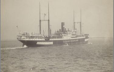 Het vrachtpassagiersschip SS Tjisalak tijdens haar proeftocht in 1917